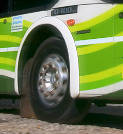 Imagen con Desenfoque Radial en la rueda, y distintos grados de Desenfoque de Movimiento en la carrocería y el piso