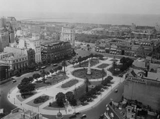 La plaza de mayo en 1951 colección Corbis-Benttman.
