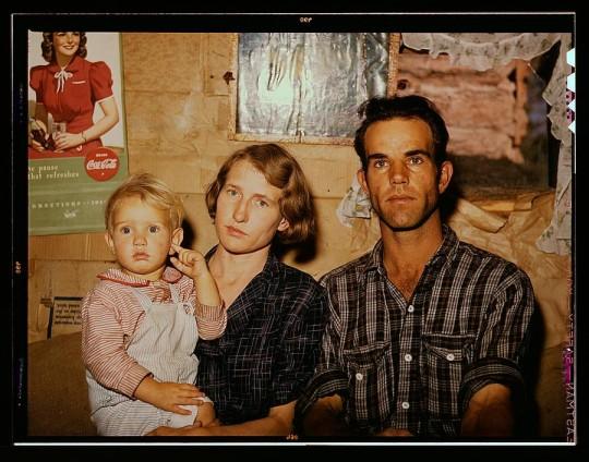 Jack Whinery, granjero , con su esposa y la menor de sus cinco hijas . Lee Russel, 1940